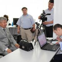 Депутаты Жогорку Кенеша оценили работу ЦОН Бишкека