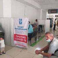 Бишкек шаарындагы эки Калкты тейлөө борборунда COVID-19га карата убактылуу эмдөө пункттары иш алып барышууда
